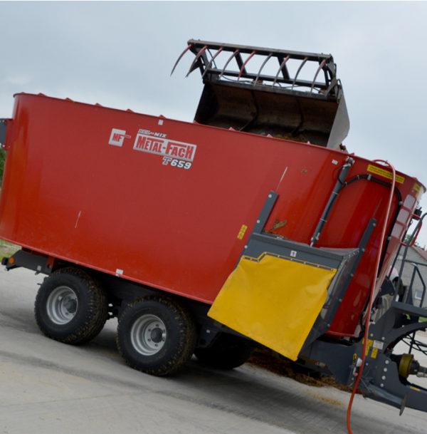 Миксер-кормораздатчик двухроторный Т-659 14 м³